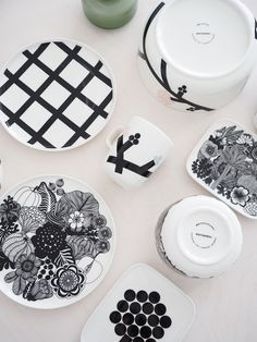 marimekko oiva hortensie siirtolapuutarha Marimekko, Vintage Crockery, Black And White Design, Something Old, Scandinavian Home, Fashion Essentials, Kitchenware, Tableware, Dinnerware
