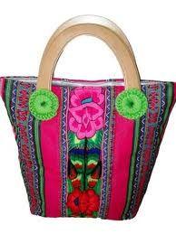 Carteras hechas con lana y telar bordadas 100% a mano por artesanos peruanos