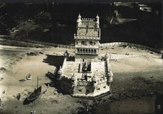 Vista aérea da Torre de Belém (Lisboa anos 40)  Autor desconhecido Old Pictures, Old Photos, Sea Activities, Vintage Photography, Once Upon A Time, Portuguese, Back In Time, Past, Surfing