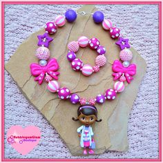 Christmas 2016 gift for our beautiful granddaughter. Doc McStuffins Necklace and Bracelet Set. I can't wait to see my grandbaby's face when she sees this. She LOVES LOVES LOVES Doc McStuffins! Toddler Jewelry, Baby Jewelry, Handmade Jewelry, Chunky Bead Necklaces, Chunky Beads, Beaded Necklace, Boots Beauty, Doc Mcstuffins Birthday Party, Kids Bracelets