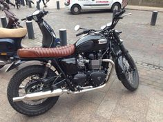 "ryanplaysdrums sur Twitter : ""Saw this sweet @officialtriumph T100 in Toulouse the other day. Cannot waaaait to get back out riding this summer! http://t.co/1lScxI26t8"""