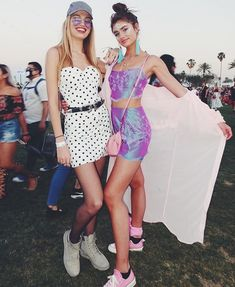 The sexiest summer styles from the Coachella. Take a look at the best dressed celebs at the music festival. Best Coachella Outfits, Cochella Outfits, Coachella Looks, Summer Outfits, Music Festival Outfits, Coachella Festival, Festival Fashion, Coachella 2018, Crazy Outfits