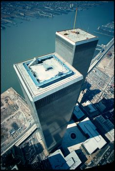 World Trade Center / The Twin Towers - Manhattan, New York / Vereinigte Staaten . - NYC: World Trade Center - History Facts World Trade Towers, World Trade Center Nyc, Trade Centre, Twin Towers, 11 September 2001, New York City, Lower Manhattan, Manhattan Nyc, City That Never Sleeps