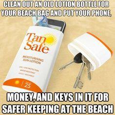 Limpe um pote vazio de creme e use-o para guardar celular, dinheiro e chaves de maneira mais segura na praia