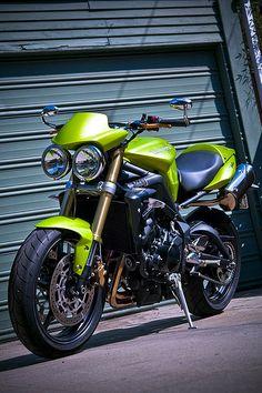 Triumph Street Triple 675 #KiWAV #motorcycle #custom  http://kiwavmotors.com/en/