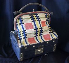 Suitable for a large bebe or display piece, this child's sac du voyage circa 1870s/1880s is in very good original condition. The upper purse section