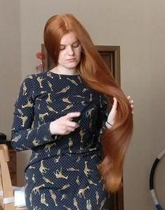 VIDEO - Ekaterina - RealRapunzels Beautiful Long Hair, How Beautiful, Long Hair Models, Long Hair Play, Playing With Hair, Hair Brush, New Model, Her Hair, Braids