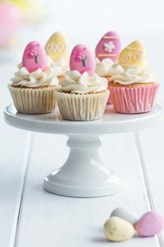 Recipes for 2 Easter Cupcakes plus a link to a third, and links for Piping Tutorials!