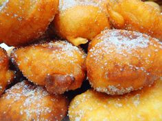 Delicious and sweet banana fritters with cinnamon and sugar. Healthy Recipes, Mexican Food Recipes, Sweet Recipes, Dessert Recipes, Cooking Recipes, Mexican Sweet Breads, Mexican Bread, Donuts, Banana Fritters
