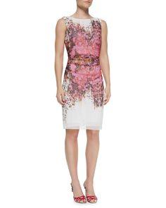 Pin for Later: 24 robes d'été pour les mamans de la mariée ! Robe à fleurs Kay Unger Kay Unger New York Sleeveless Ruched Floral Sheath Dress ($290)