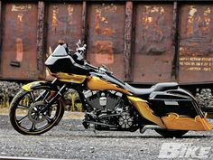 ///harley : road glide : black : yellow : hot