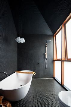 All-black bathroom! The Screen House is designed by Carter Williamson and is located in // Photo by Brett Boardman - Architecture and Home Decor - Bedroom - Bathroom - Kitchen And Living Room Interior Design Decorating Ideas - Black Bathroom Taps, Dark Bathrooms, Amazing Bathrooms, Small Bathroom, Luxury Bathrooms, Bathroom Fixtures, Bathroom Bin, Bathroom Furniture, Japan Bathroom