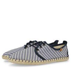 Espadrilles azules de rayas blancas, estilo zapatilla, con detalles en azul marino y cierre de cordones. Corte textil, forro de tejido y plantilla de material vegetal.