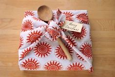 Tea Towel Gift Wrapping   1000 Gift Wrapping Clothes, Wedding Gift Wrapping, Creative Gift Wrapping, Present Wrapping, Wrapping Ideas, Gift Wraping, Wraps, Towel Wrap, Tea Gifts