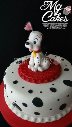 Dalmatian cake for corela part of cake Fancy Cakes, Cute Cakes, Fondant Cakes, Cupcake Cakes, Dalmatian Party, Cupcakes Decorados, Puppy Cake, Dog Cakes, Character Cakes