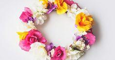 As tiaras de flores são acessórios ideais para o verão. Além de super combinarem com o sol, elas levam charme a todas as mulheres.