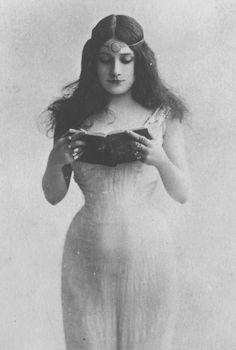 Mlle Cora Laparcerie by Leopold Reutlinger c.1905 (Vintage Photography)