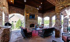 Outdoor living Texas sized!  Rockingham Court, Colleyville, Texas (© Realtor.com)