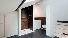 ontwerp Moroccan backsplash : ... wit badkamer onder een schuin dak. Een ontwerp van Montagna Lunga More