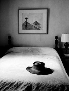 Alfred Eisenstaedt – Hat belonging to painter Andrew Wyeth on top of bed at home, Maine, 1965.