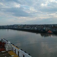 Gorleston on Sea #riveryare  #gorleston #lifeatsea #highlandknight #merchantnavy #offshorelife #riverside #river #supplyship #evening #norfolk by scottvardy29