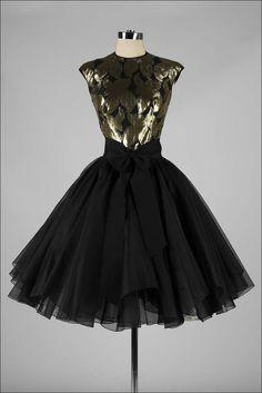 Vintage Suzy Perette Cocktail Dress so in love 50s Dresses, Vintage Dresses, Nice Dresses, Vintage Outfits, Vintage Fashion 1950s, Mode Vintage, Retro Fashion, Vintage Style, Gold Evening Dresses