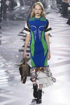 Louis Vuitton Autumn/Winter 2016-17 Ready-To-Wear Paris Fashion Week