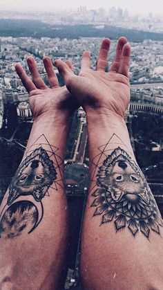 Check out the beautiful and Cute Couple Tattoos Ideas On Arm. These Tattoos show the love Between The Couples. Wolf Tattoos, Tattoos Arm Mann, Arm Tattoos For Guys, Couple Tattoos, Finger Tattoos, Band Tattoo Designs, Couples Tattoo Designs, Feminine Tattoos, Trendy Tattoos
