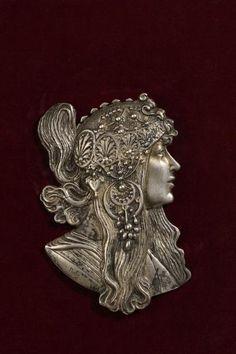 Azulejos Art Nouveau, Art Nouveau Mucha, Bijoux Art Nouveau, Art Nouveau Jewelry, Alphonse Mucha, Cameo Jewelry, Antique Jewelry, Bronze, Puppys