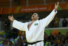 "Rafael ""Baby"" Silva comemora vitória na disputa pelo bronze (Foto: Murad…"