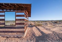 Lucid Stead, a 'transparent' house created from wood and mirrors - Imgur Jeu de miroirs et effet de transparence qui perturbe le regard