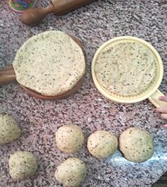 "Seeds and olive oil bread ""kaek bil zait"" – Chef in disguise Arabic Dessert, Arabic Sweets, Arabic Food, Kaak Recipe, Palestinian Food, Olive Oil Bread, Indian Dessert Recipes, Lebanese Recipes, Food Presentation"
