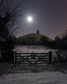 The Tor, snow and moonlight - could not be more perfect. I wish I would have been able to see the Tor in these conditions! Nocturne, Beautiful Moon, Beautiful Places, Beautiful Pictures, Glastonbury Tor, Glastonbury England, Glastonbury Somerset, Winter Moon, Winter Light