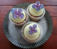 Edible Hydrangea Cake Accents (24) by SweetTalkCakes on Etsy