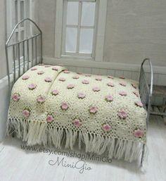Mini dolhouse crochet bedspread in 1:12 scale made by MiniGio of www.etsy.com/shop/MiniGio