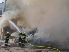 Am Nachmittag des 19. Juli 2021 brach ein Brand bei einer Recyclingfirma in St. Michael aus. Die ortszuständige Feuerwehr St. […] Der Beitrag BFV Leoben: Großbrand bei Recyclingfirma in St. Michael erschien zuerst auf Feuerwehren.at.