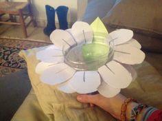 Een bloem, gemaakt van een fles.