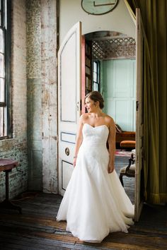 Bride in @watterswtoo Ailen wedding dress