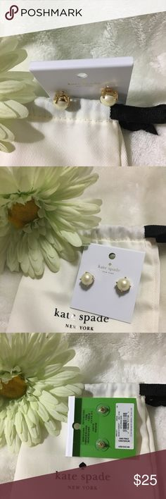Brand new Kate Spade pearl stud earrings! Kate spade pearl stud earrings with dust pouch. Gold setting kate spade Jewelry Earrings