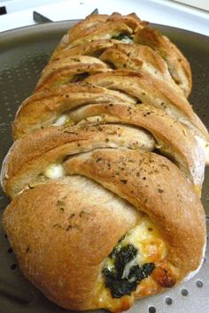 Easy Spinach, mozzarella, fontina ricotta and onion Stromboli. Try this with frozen bread dough I Love Food, Good Food, Yummy Food, Vegetarian Recipes, Cooking Recipes, Healthy Recipes, Ricotta, Mozzarella, Great Recipes