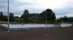 Skatepark już działa chociaż do końca inwestycji droga daleka. Młodzież czekać nie chciała i korzysta z obiektu od momentu wyschnięcia betonu.