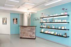 Beauty salon, reception desk, interior design. Kauneushoitola, vastaanottotiski, sisustussuunnittelu. Skönhetssalong, receptionsdisk, inredningsdesign.