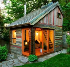 Backyard retreat or guest cabin*** This would be fun to have and build. Probably could be done with doors and windows from habitat restore. Backyard House, Backyard Sheds, Backyard Retreat, Garden Sheds, Backyard Studio, Cozy Backyard, Backyard Buildings, Backyard Cottage, Small Buildings