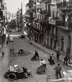 Barcelona Poble Sec, foto Oriol Maspons Old Pictures, Old Photos, Vintage Photos, Vintage Photography, Street Photography, Barcelona Pictures, Barcelona Catalonia, Foto Barcelona, Foto Madrid