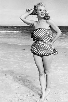 vintagegal:  Marilyn Monroe photographed by Andre de Dienes, 1949