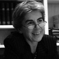 Chantal Delsol (París, 1947), es una filósofa, historiadora de las ideas políticas y novelista francesa. Fundó el Instituto Hannah Arendt en 1993 y se convirtió en miembro de la Academia de Ciencias Morales y Políticas en 2007. Discípula de Julien Freund. Sus ideas del liberalismo o el federalismo, o el principio de subsidiariedad basan en el de la singularidad. Chantal Delsol es también columnista en Figaro en valores actuales y directora de colección en las ediciones de la Mesa Redonda.