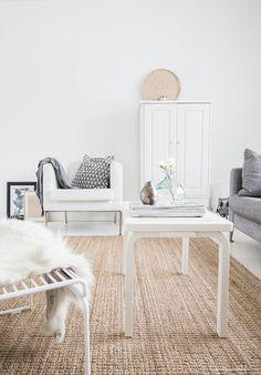 Soft scandinavian - White, blonde wood and greys. Via talosanomat.fi // Ikea nojatuoli, Artek ritiläpenkki