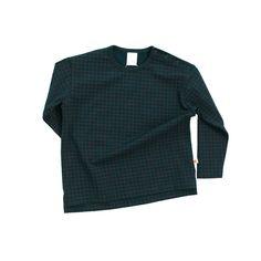 Terracotta-colored grid allover print. Oversized fit (longer, wider body). Round neckline. Slightly longer back panel. 90% pima cotton, 10% elastane. Designed i