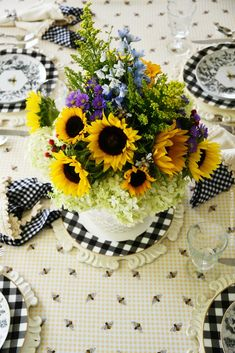Bee Tablescape with Sunflowers and Hydrangeas Flower Arrangement | ©homeiswheretheboatis.net #tablescapes #summer #bees Tree Bees, Shed With Porch, Limelight Hydrangea, Hydrangea Arrangements, Hydrangea Not Blooming, Bee Jewelry, Thanksgiving Table Settings, Floral Foam, Flower Vases