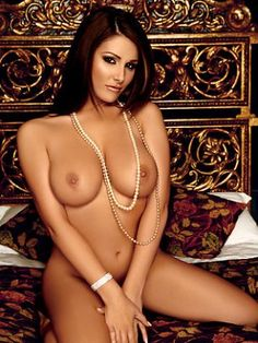 0781_104102_Iss0807_lucy_pinder_02